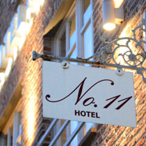Hotel No 11 Schild